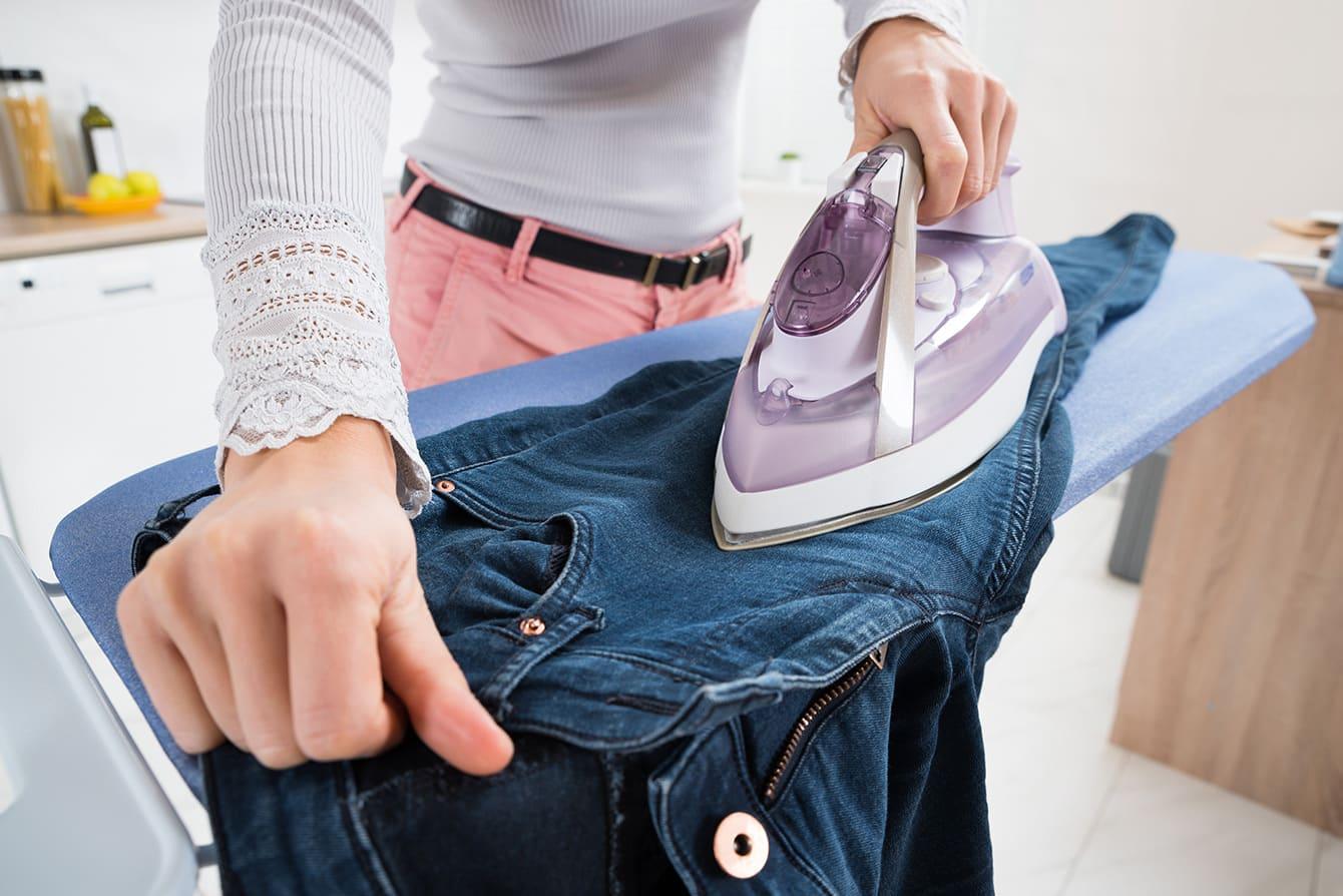 Wie lässt sich eine Jeans bügeln