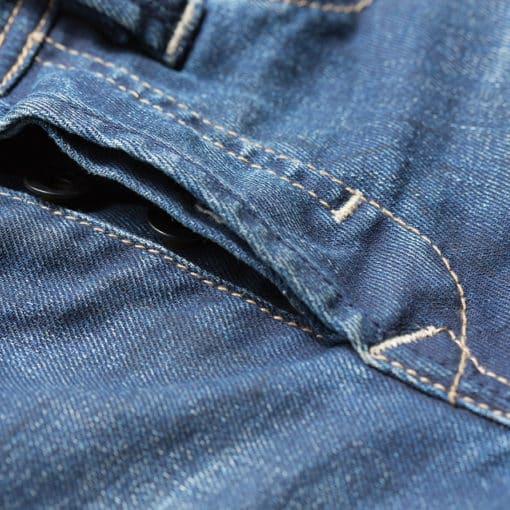 Mit diesem Trick lassen sich Jeans im Schritt verstärken